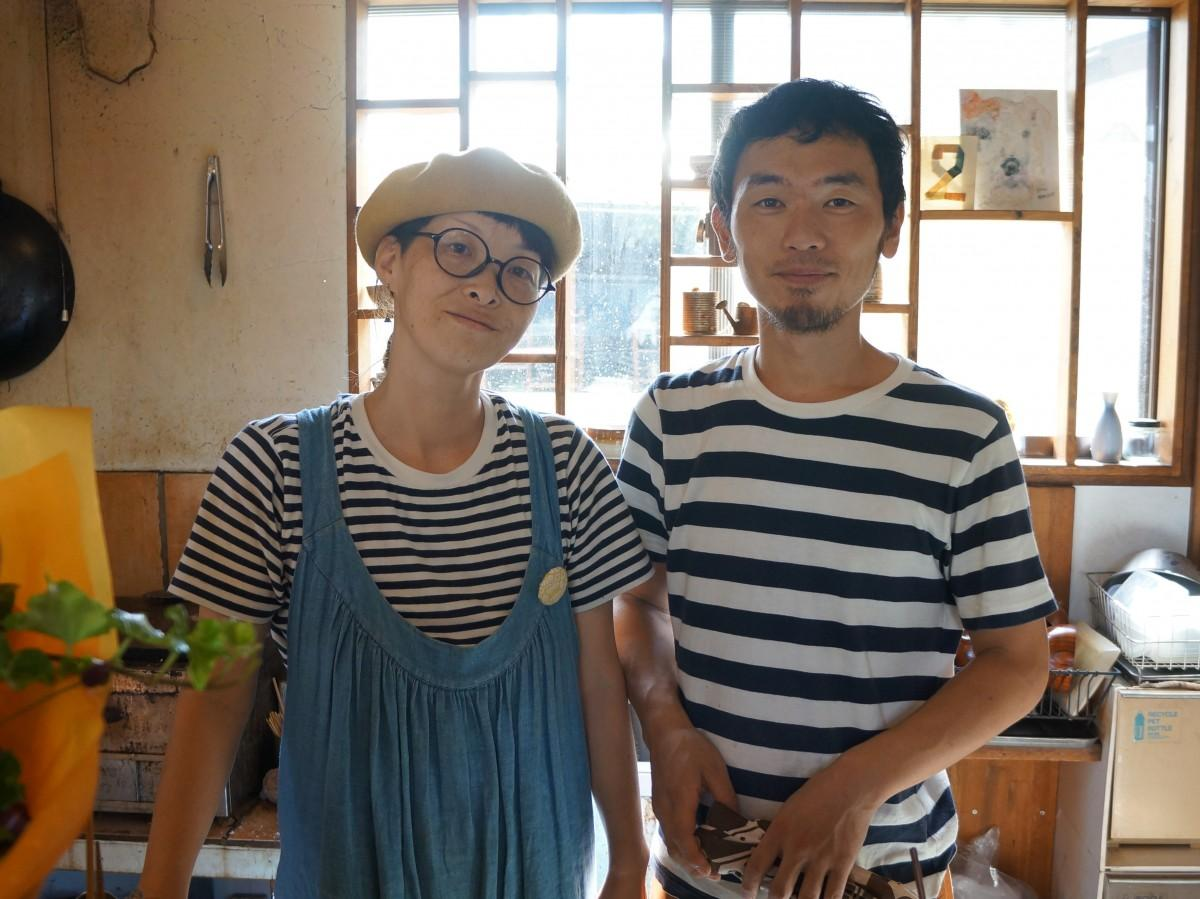 店主の高山和洋さん(右)と副主の真純さん