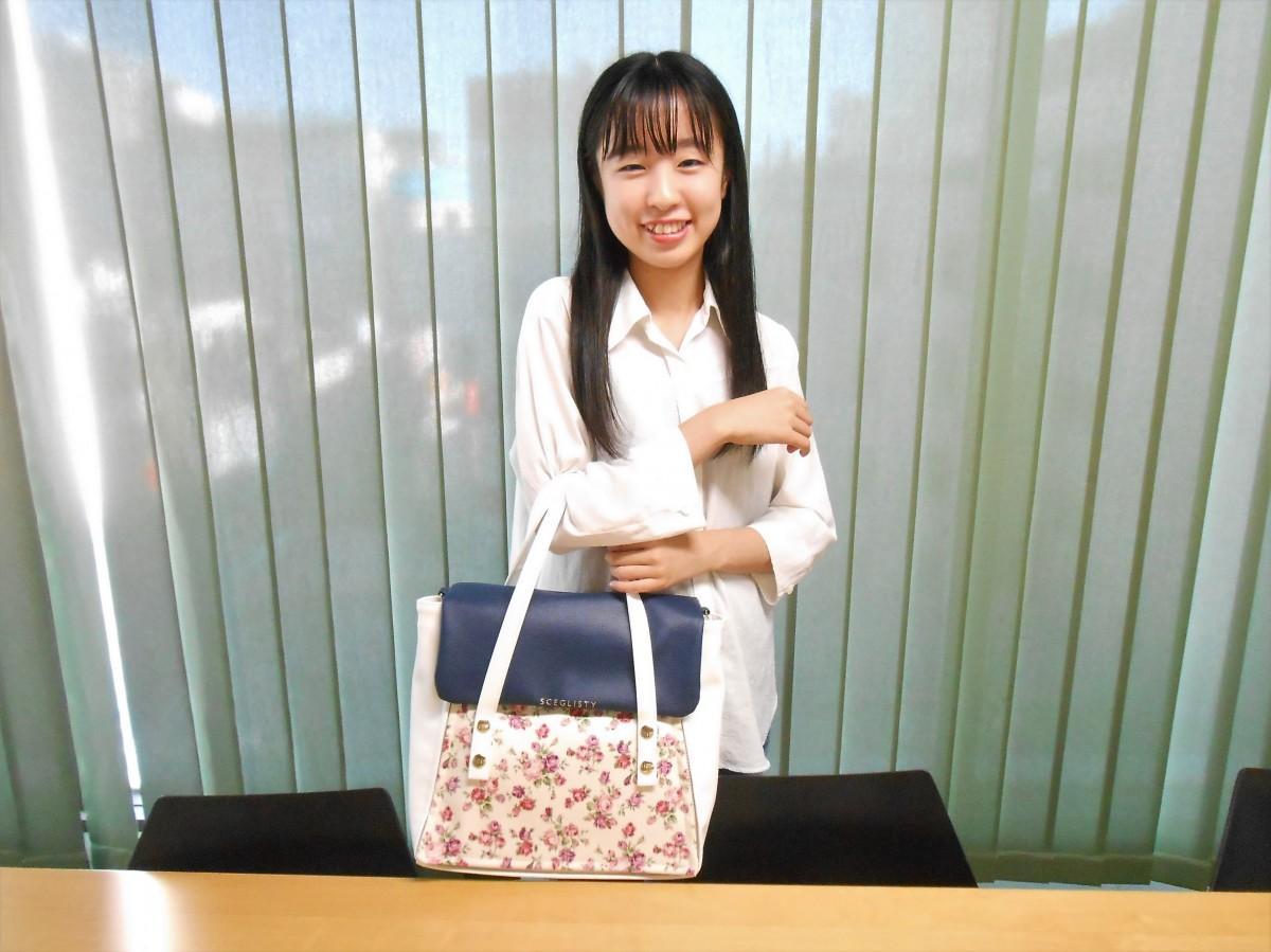 自らバッグブランドを立ち上げ10月から販売を開始した埼玉県出身高校3年生の望月まいさん