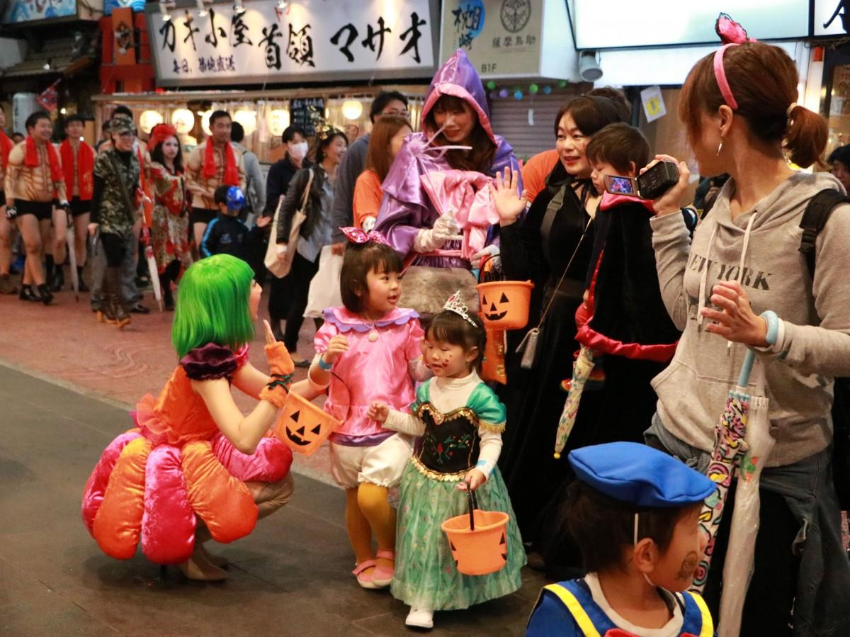 「大宮ハロウィンフェスティバル」のパレードの様子