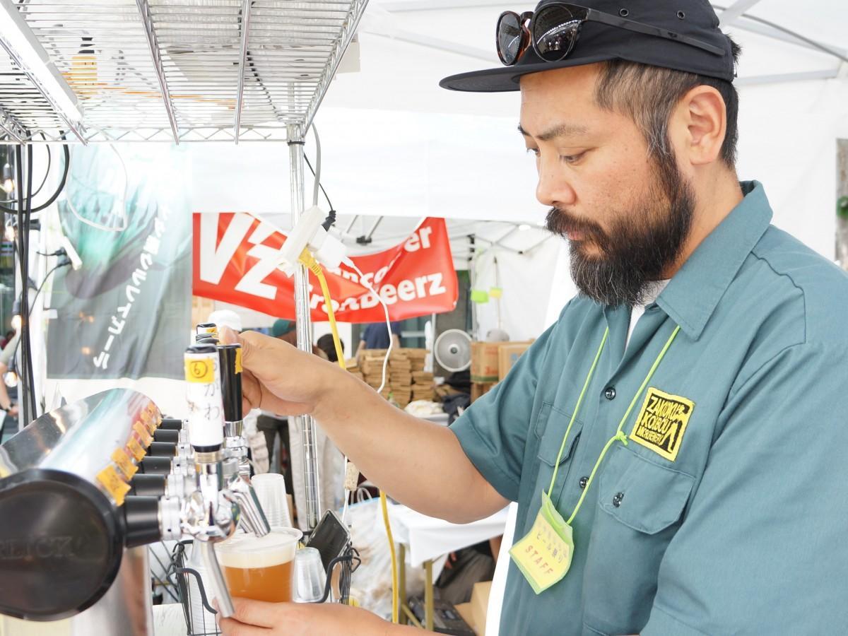 麦雑穀工房マイクロブルワリー(比企郡小川町)のたる生サーバーから注がれるビール