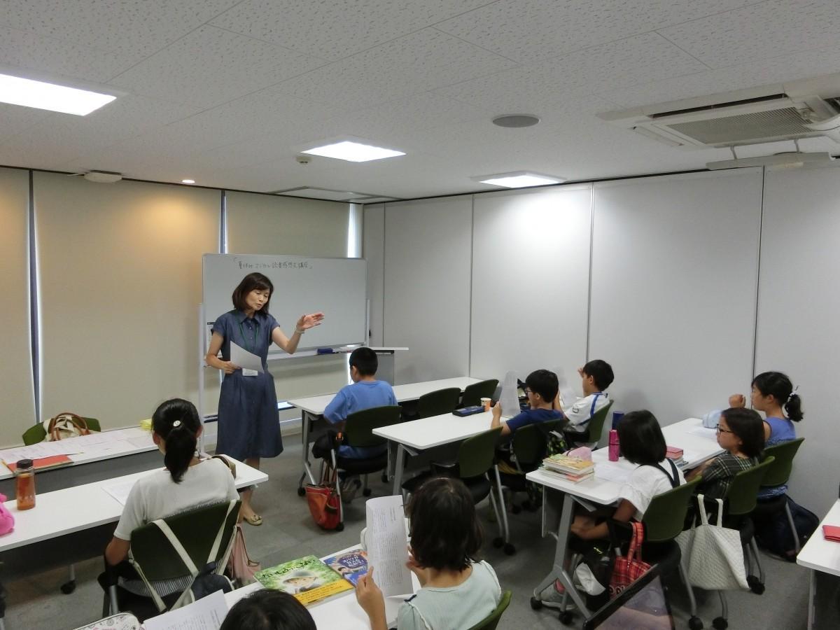 誰でも読書感想文が楽しく書けるコツを教える講師の小谷野さん