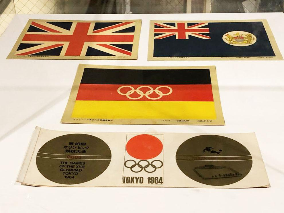1964年東京大会の記念品の展示を行う
