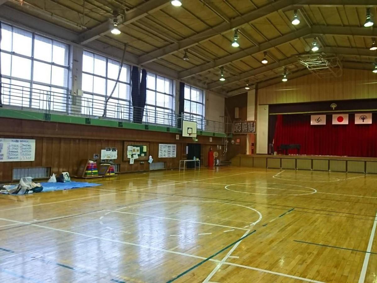 市内の小学校に開設された避難所