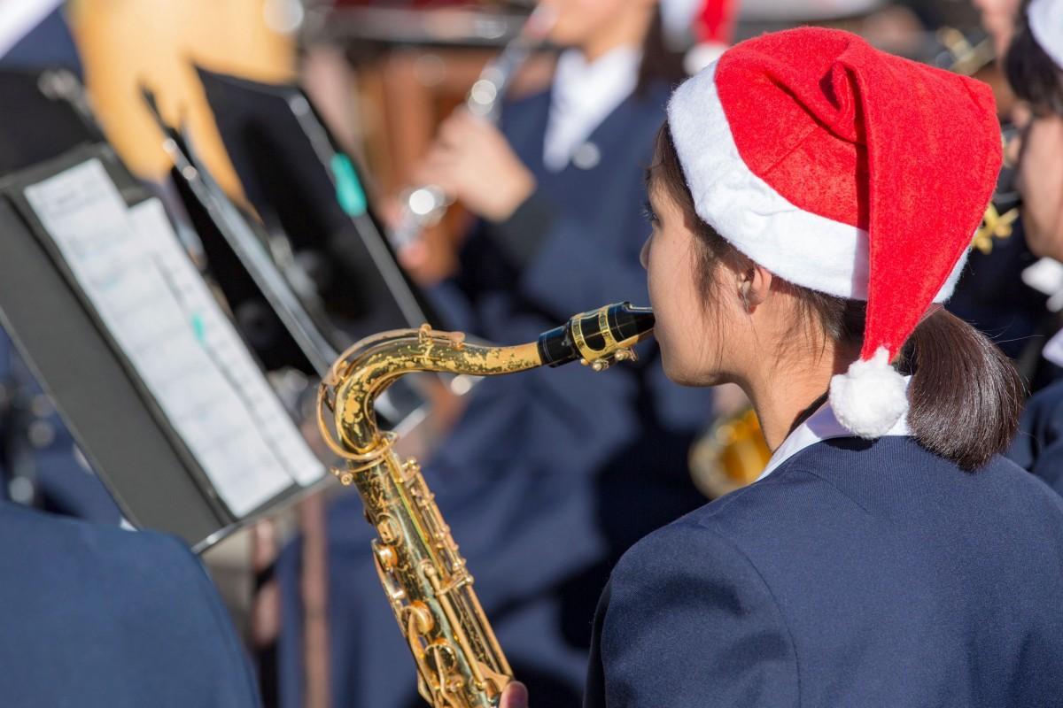 昨年の様子 学生もクリスマス気分で演奏する