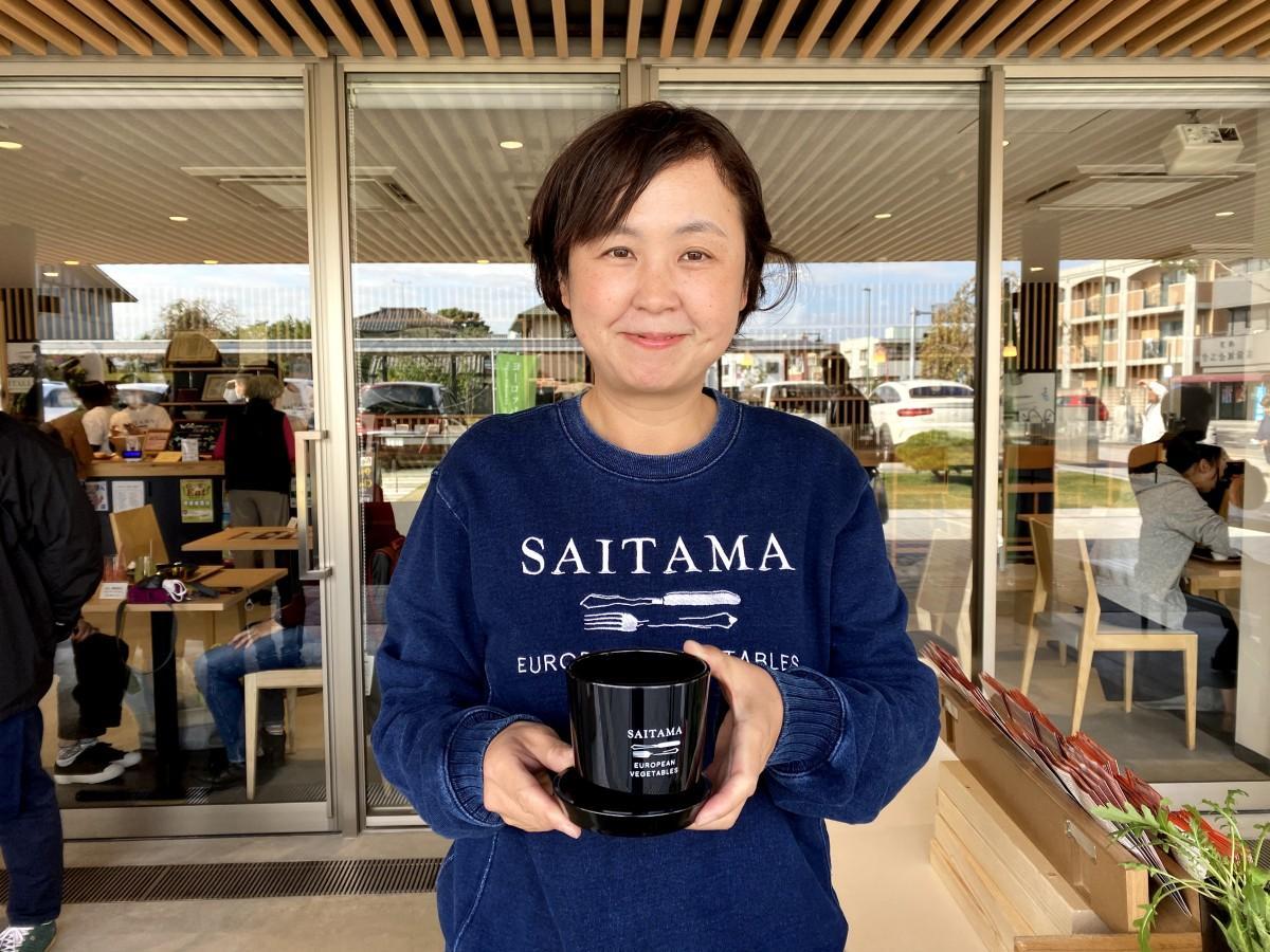 エコ植木鉢と事務局の福田裕子さん