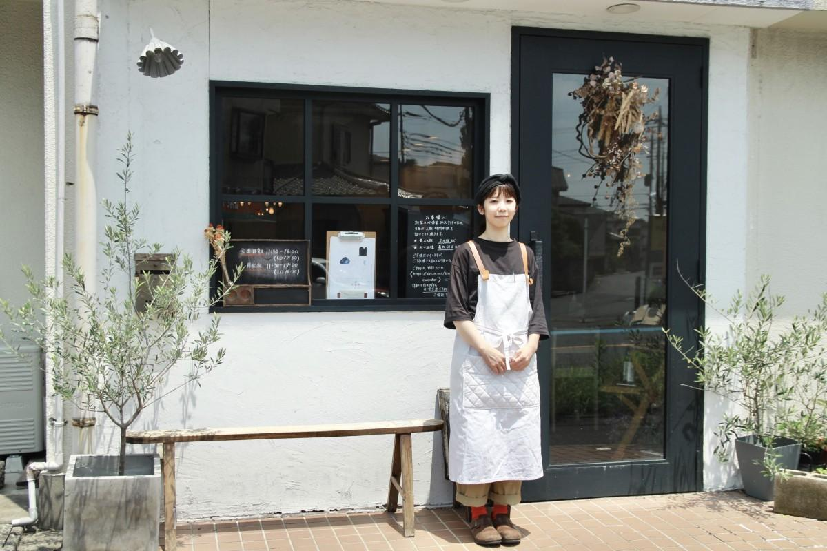 店主の大熊亜生さん 「喫茶」の名から連想される重厚感をイメージし店づくりを進めた