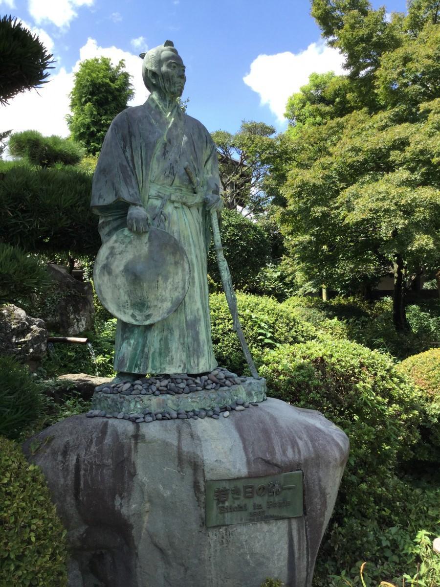 深谷市にある若き日の渋沢栄一像