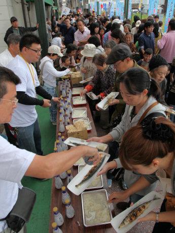 昨年の「泉大津さんま祭り」の様子
