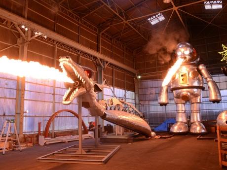 火を吹く「ラッキードラゴン」と「ジャイアント・トらやん」