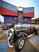 海遊館とジーライオンミュージアムがコラボ 運転手付きクラシックカーで移動も
