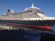 大阪港に英豪華客船「クイーン・エリザベス」初入港
