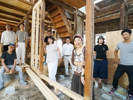 大阪・大正区にシェアアトリエ 築65年の長屋を改装、空き家活用のモデルケース目指す