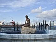 海遊館横のサンセット広場に「マーメイド像」移設 夜間はライトアップも