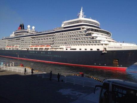 大阪港に初入港した際の「クイーン・エリザベス」