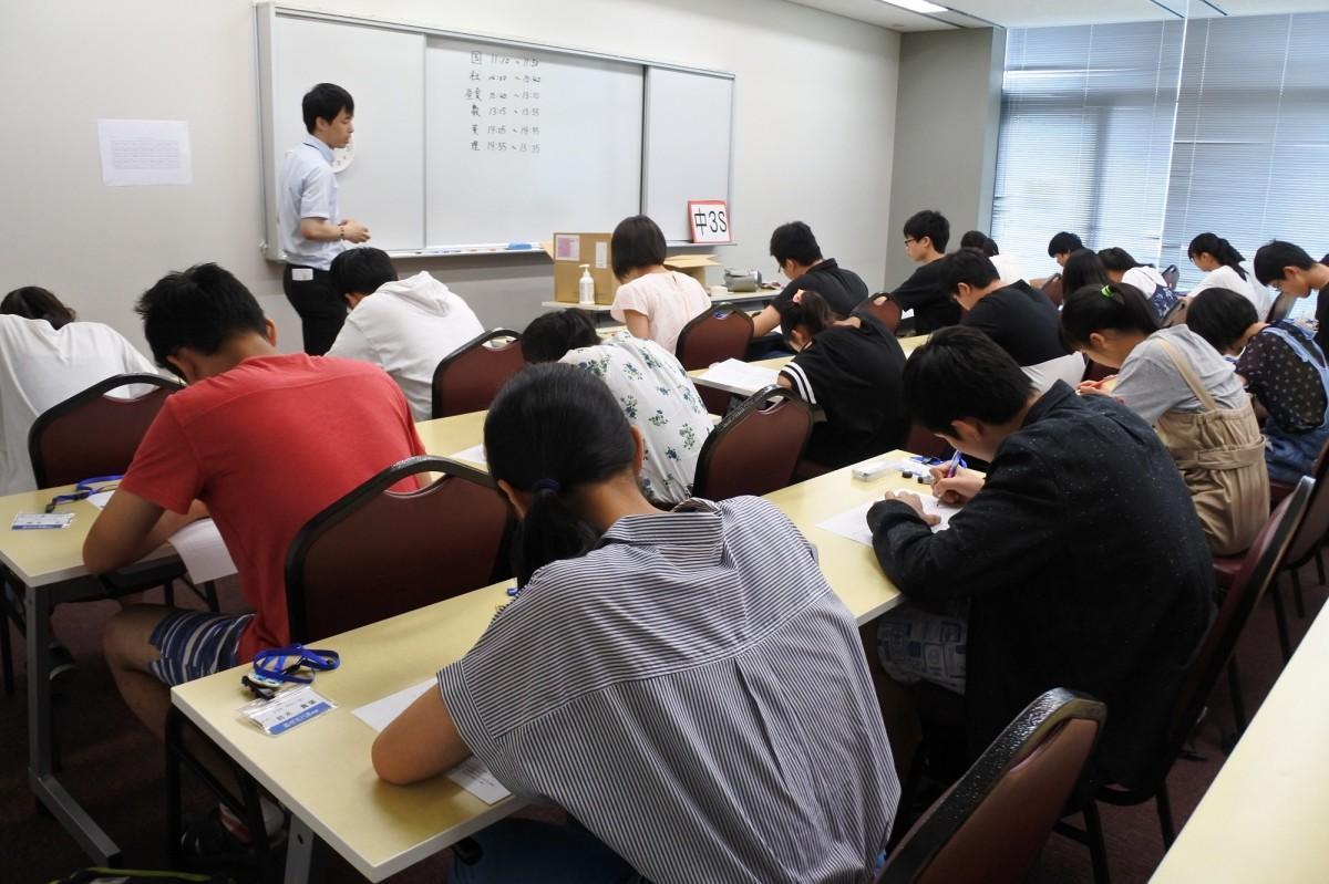 本番さながらの「リアル入試」に挑む学生
