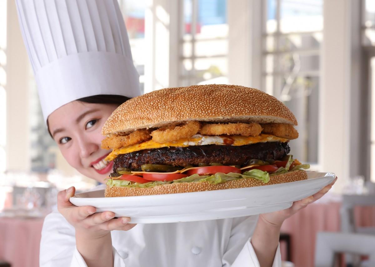 総重量約6キロのビッグバーガー