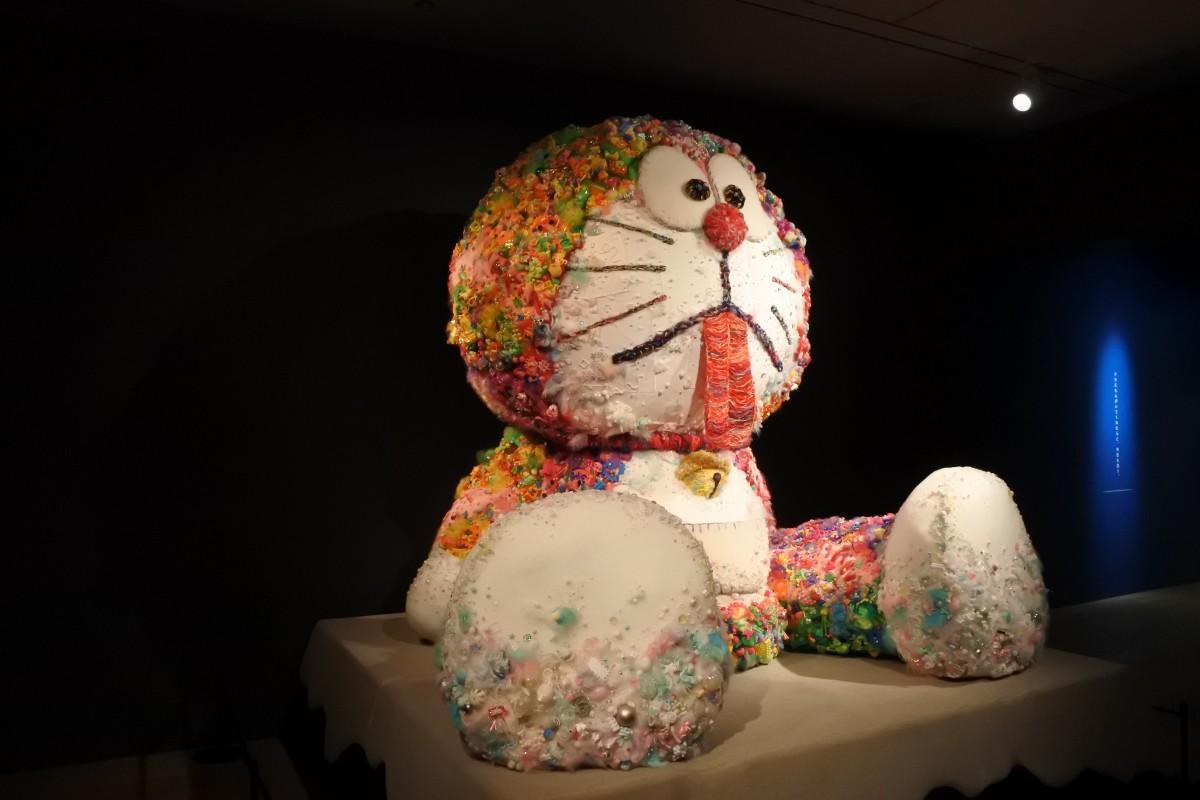 天保山でドラえもん展 現代アートでさまざまなドラえもんを表現