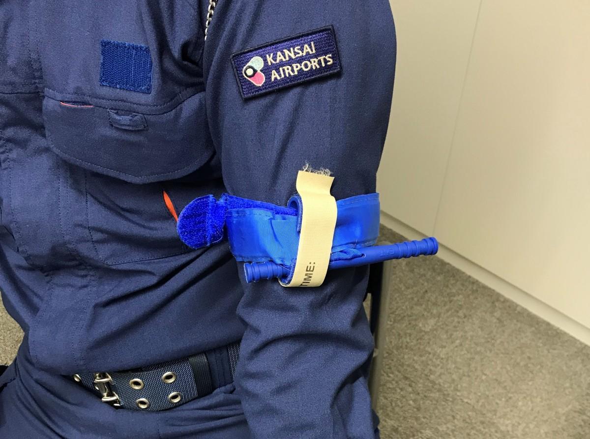 国内の空港で初めて導入された止血帯「ターニケット」