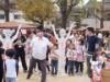 此花区の地域交流イベントで「梅干しの種とばし大会」 公式記録は13メートル