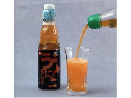 ウニをイメージしたボトルデザイン