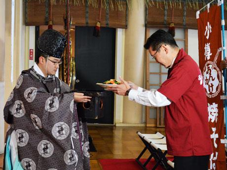 奉納式に参加する「小樽あんかけ焼そば親衛隊」隊長・坂田理さん