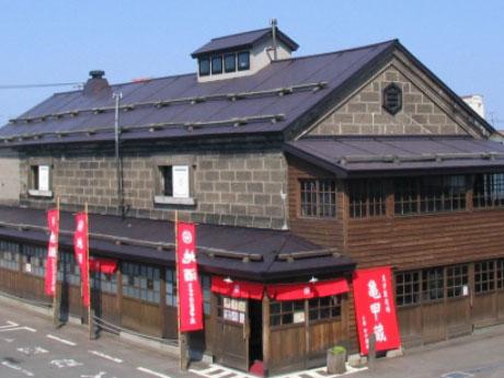 田中酒造亀甲蔵の外観