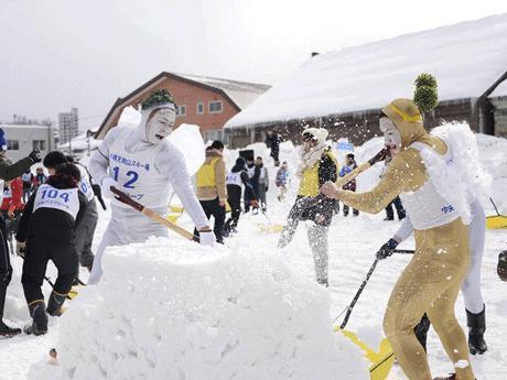 国際スポーツ雪かき選手権の様子