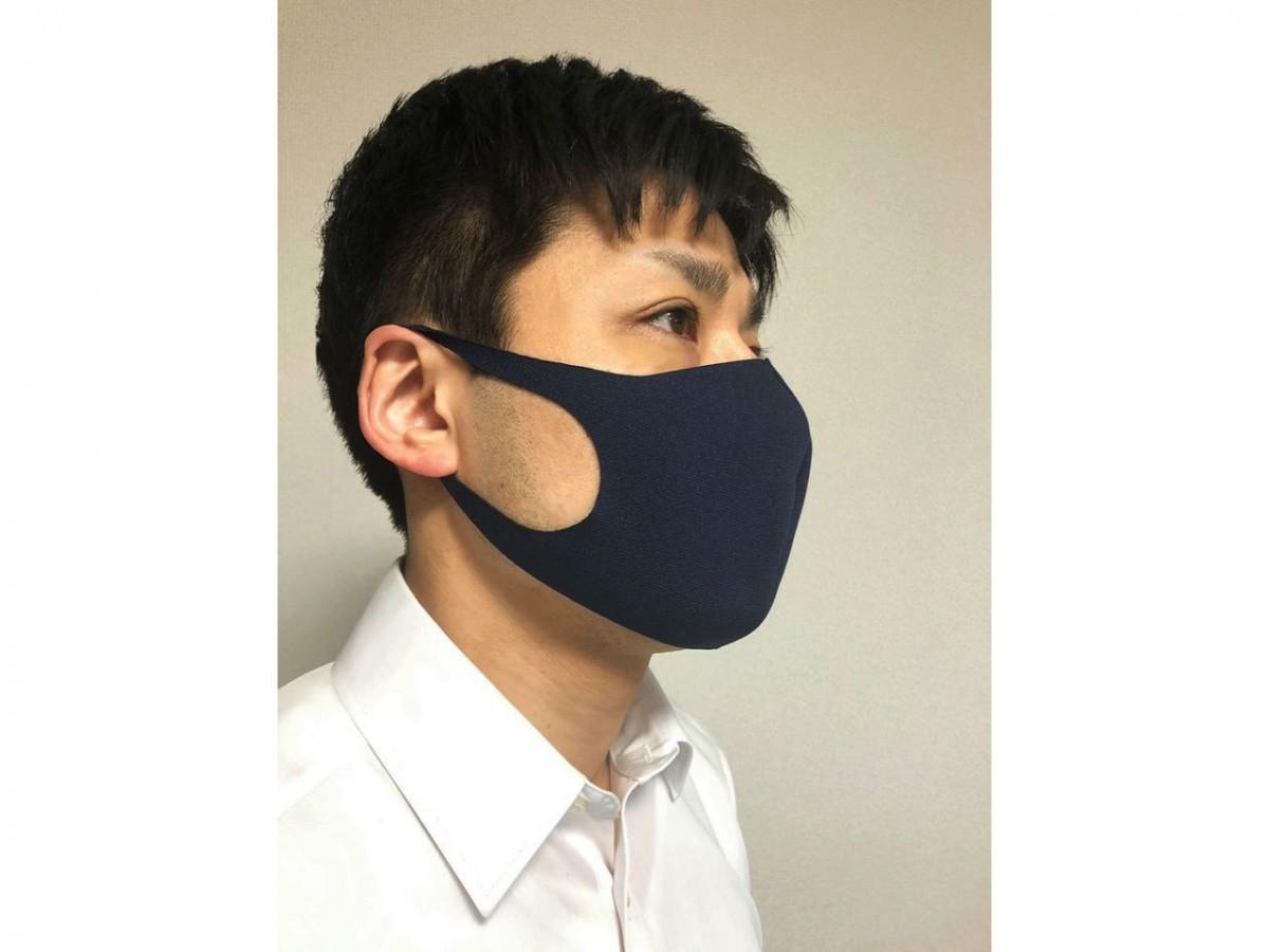 「ジャージマスク」を着ける伊藤晴竹社長
