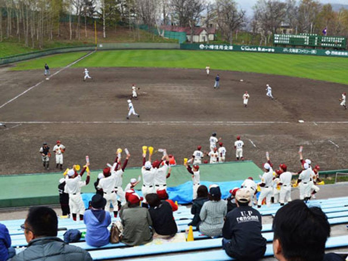 大会会場となる小樽市営桜ヶ丘球場(2013年撮影)