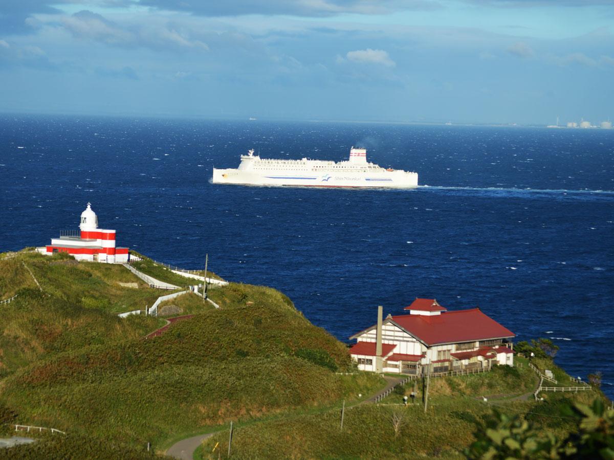 小樽港沖を就航する「らべんだあ」