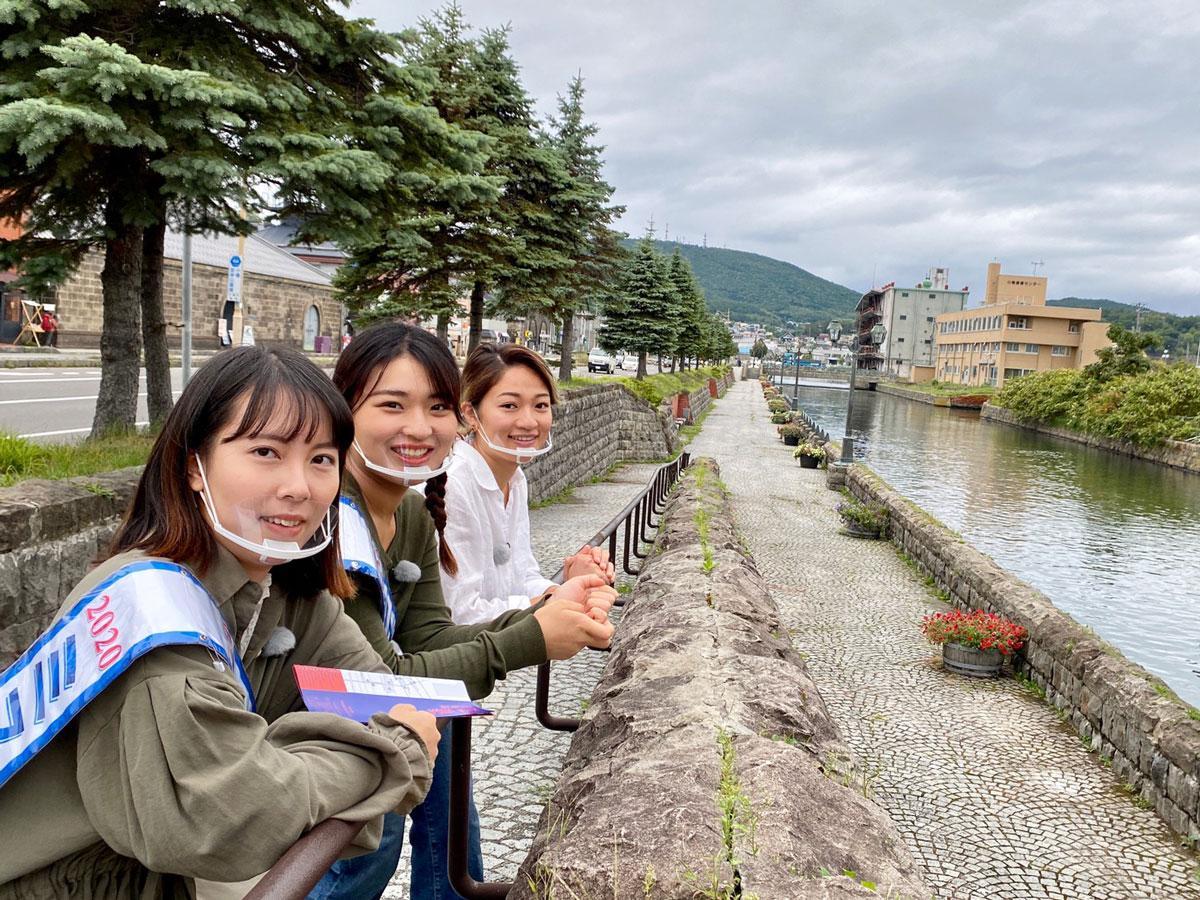 左から、越智千香子さん、藤井美縁さん(以上、2020ミスおたる)、村上千草さん(2018ミスおたる)