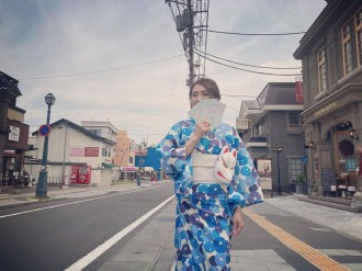 小樽の街並みを浴衣で散歩 商店街が街の活性化願い企画