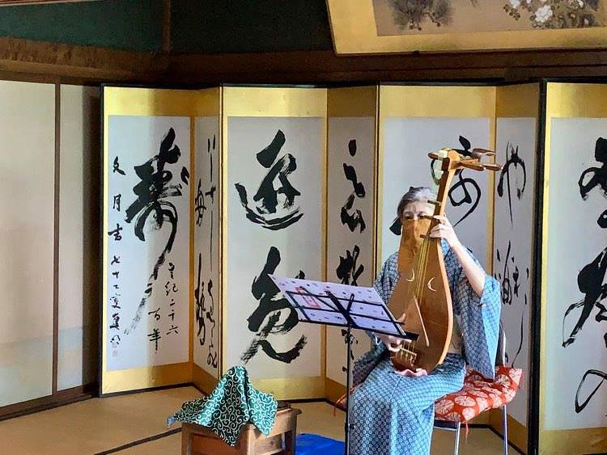 琵琶演奏の様子