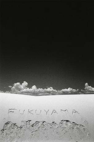森アーツセンターギャラリーで福山雅治さんの写真展が開催。写真=福山雅治 1998年©Masaharu Fukuyama