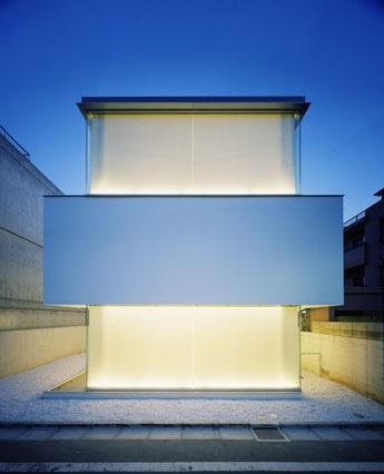 西麻布の「ギャラリー ル・ベイン」で1月16日より、フランス人デザイナーのグエナエル・ニコラさんによる展覧会「自邸のパッケージデザイン」が開催。写真は同氏のスタジオ兼自邸「C-1」。