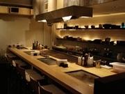 芦屋の鉄板・お好み焼き店が西麻布に-特製油カス焼など提供