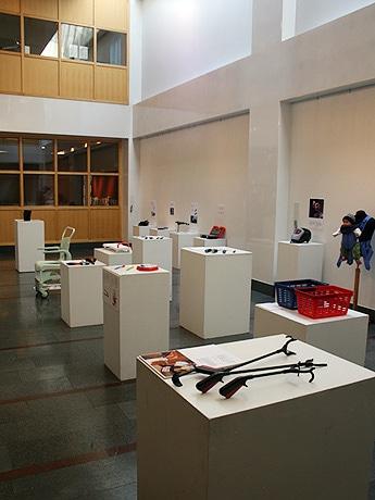 スウェーデン大使館で同国のプロダクトを紹介する展覧会「ヒューマン・ディメンション」を開催。写真は展示風景。