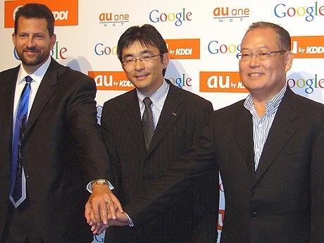 auはGoogleとの連携第2弾として、ウェブメールサービス「Gmail」を導入する。写真は両社による共同記者会見の模様。