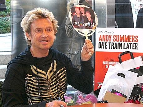六本木で「ポリス」のアンディ・サマーズさんサイン会-写真展も