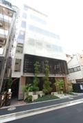 飲食店と「身だしなみサロン」の地上8階建て商業ビル-麻布十番に