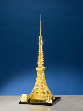 写真=5千万円の純金製東京タワー