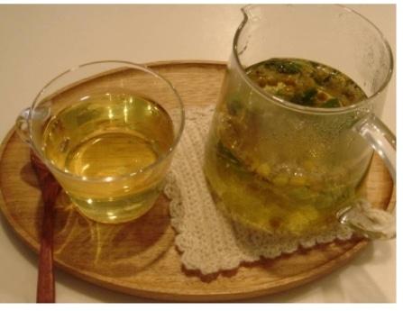 写真=ぐずつく鼻こうをレモングラスの清々しい香りが通り抜ける「レモングラスのすっきりハーブティー」。
