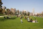 東京ミッドタウン、芝生広場でGWイベント-本とラグマットの貸し出しも