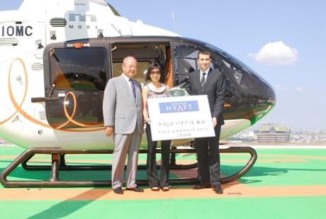 ヘリコプター送迎の第1号ゲストとなった外資系化粧品会社ジェネラルマネジャーのドラ・チョンさん。