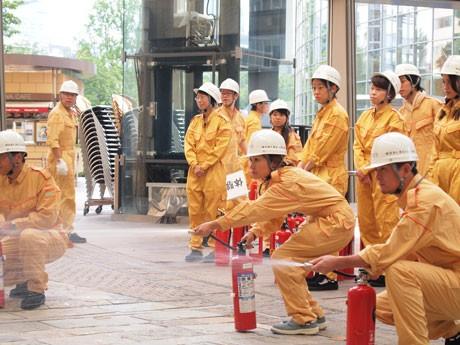 消化器を使っての消火訓練
