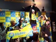 六本木ヒルズに初雪ー世界のトップスノボーライダーが技競う