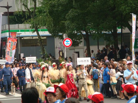 パレードに参加したいわき市のフラダンサーたち(昨年の様子)