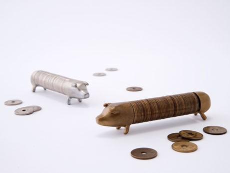 「縁起のいい貯金豚」ぎんとん(左)、きんとん(右)