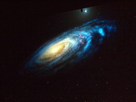 上映される銀河の映像