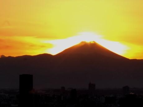 東京タワーから見た「ダイヤモンド富士」